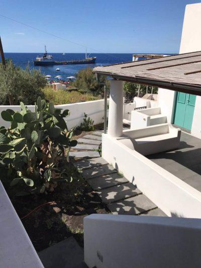 casa-stromboli-sul-mare-sicilia-2
